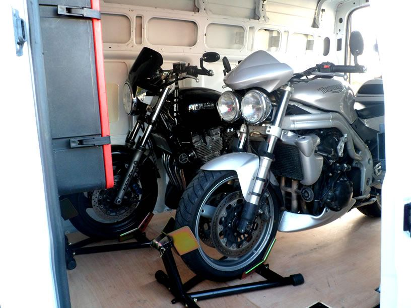 gallery05-van-with-two-bikes